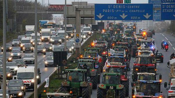 خیابانهای پاریس جولانگاه تراکتورهای کشاورزان خشمگین شد