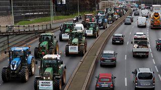 Tractorada en París y bloqueos de autopistas