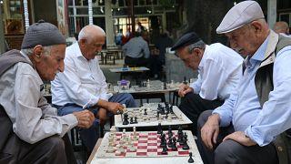 OECD: Türkiye'de milli gelirin yaklaşık yüzde 7'si emekli maaşlarına gidiyor