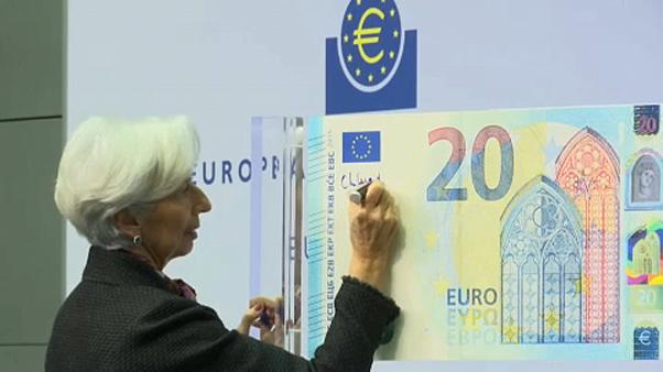 BCE : Christine Lagarde signe son premier billet