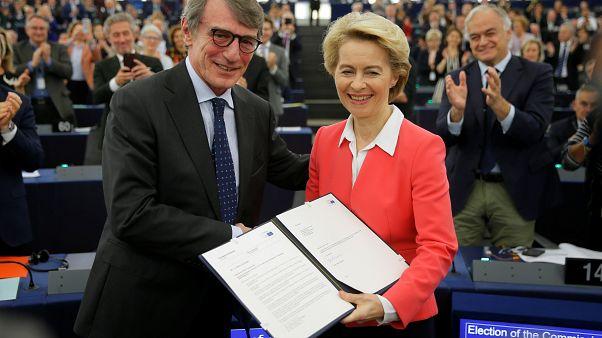 Eurodeputados aprovam Comissão Europeia e deixam avisos