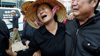 Vietnam, İngiltere'de TIR'ın konteynerinde ölü bulunan göçmenlerin ardından ağlıyor