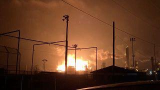 شاهد: انفجار ضخم في مصنع للمواد البتروكيميائية بولاية تكساس الأميركية