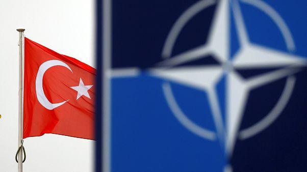 NATO Genel Merkezi ve Türkiye bayrağı