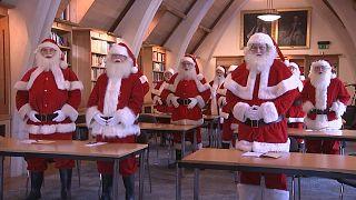 Noel Babalar 'Eğlence Bakanlığı'nda sihir ve neşe eğitimi alıyor