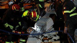 Повторные толчки осложняют работу спасателей