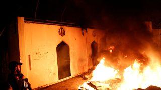 A teheráni befolyás ellen tiltakozva, felgyújtottak egy iráni konzulátust Irakban