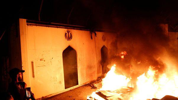 Incendian un consulado iraní en una nueva jornada de protestas en Irak