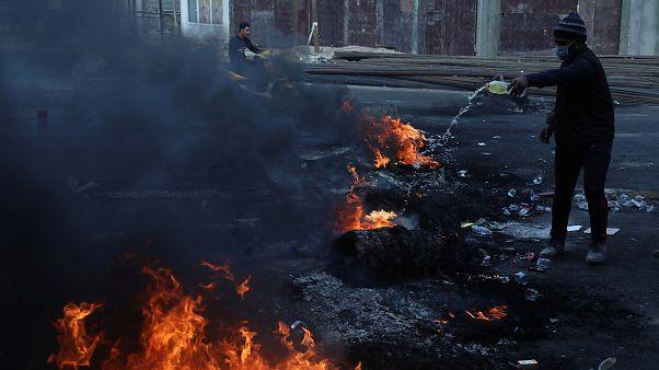 Iraklı protestocular İran Başkonsolosluğu'nu ateşe verdi