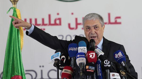 مواجهات في الشارع الجزائري والجيش يدعو المواطنين للمشاركة في الانتخابات