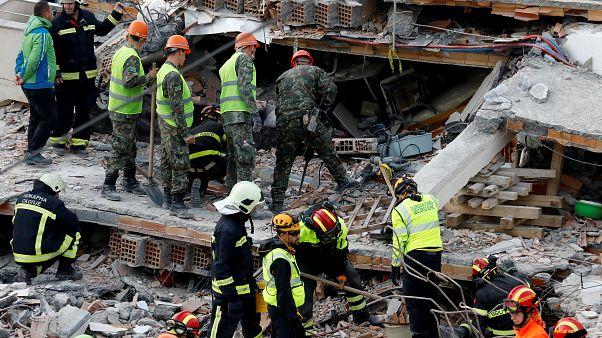 Σεισμός στην Αλβανία: Μάχη με τον χρόνο για τον εντοπισμό επιζώντων - Στους 45 οι νεκροί