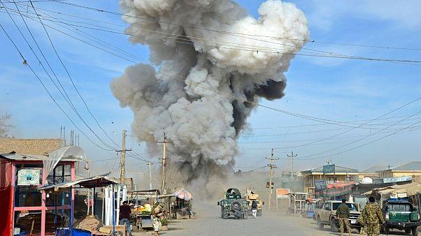 بر اثر انفجار بمب کنار جادهای در قندوز افغانستان ۱۵ غیرنظامی کشته شدند