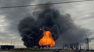 Evacuations après une double explosion au Texas