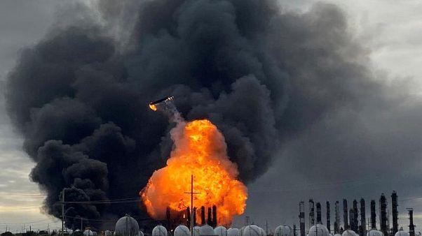 L'incendio al TPC Group Petrochimical Plant di Port Neches, in Texas. 27.11.2019.