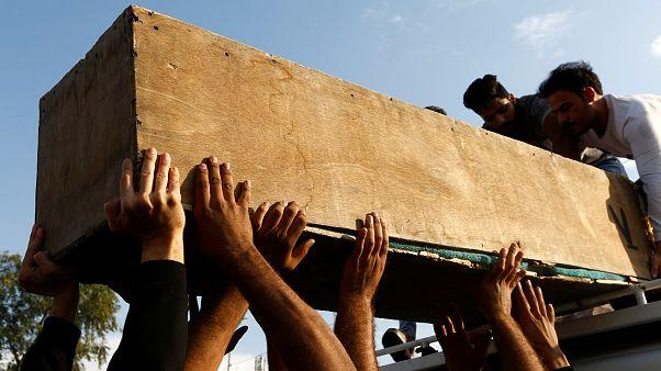 تشييع أحد القتلى الذين سقطوا خلال التظاهرات في النجف