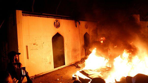 بغداد محکوم کرد: آتش زدن کنسولگری ایران در نجف بازتاب دهنده موضع ما نیست