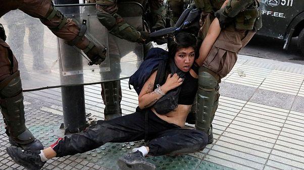 هشدار نمایندگان شیلی به غارت و خشونت در کشور؛ دموکراسی ۳۰ ساله در خطر است