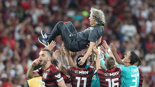 Contributo do treinador português reconhecido pelos jogadores em pleno relvado