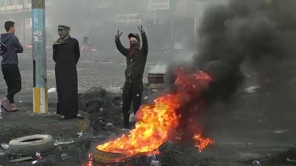 Irak güvenlik güçleri İran konsolosluğunun ateşe verilmesinin ardından en az 45 protestocuyu öldürdü
