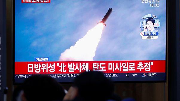 Coreia do Norte lança mísseis