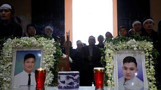 مراسم خاکسپاری دو جوان ویتنامی از سرنشینان «کامیون مرگ»