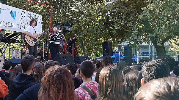 Μουσική διαδήλωση από μαθητές καλλιτεχνικών σχολείων
