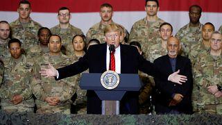 ترامب ملقيا كلمة أمام العسكريين في إحدى الثكنات العسكرية في أفغانستان