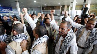 الحوثيون لدى وصولهم إلى مطار صنعاء