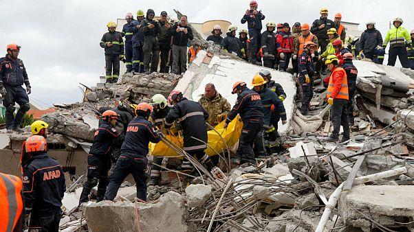 شمار قربانیان زلزله آلبانی با کشف جسد مادری با ۳ فرزندش به ۴۶ نفر رسید