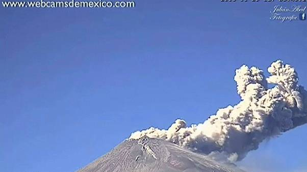شاهد: ثوران بركان جبل بوبوكاتبتبيل في المكسيك