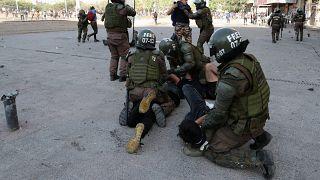 Az összecsapásokban szemsérülést szenvedett emberek tüntettek Chilében