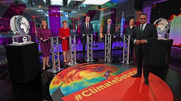 Televizyonda iklim tartışmasına katılmayı reddeden Boris Johnson'ın yerine eriyen buz heykel kondu