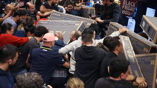 """شاهد: مقتطفات من جنون """"الجمعة السوداء"""" في متاجر ساو باولو البرازيلية"""