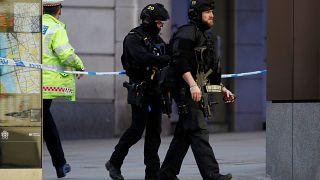 الشرطة البريطانية بالقرب من جسر لندن