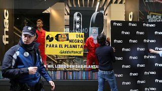 Protestas contra el consumismo en el Black Friday