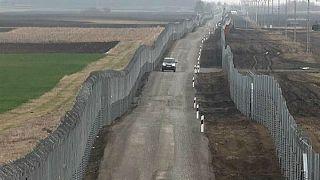 شاهد: الشرطة المجرية تكتشف نفقين لتهريب البشر وتعتقل 44 مهاجراً