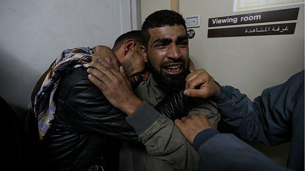 أقارب فهد الأسطل، قطاع غزة- أرشيف رويترز