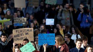Masivas manifestaciones en un nuevo 'viernes por el clima'