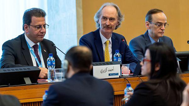 Birleşmiş Milletler Suriye Özel Temsilcisi Geir Pedersen (ortada)