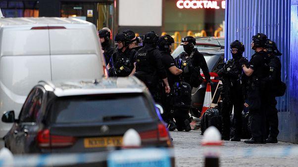 London Bridge'de düzenlenen saldırı sonrası polis müdahale etti