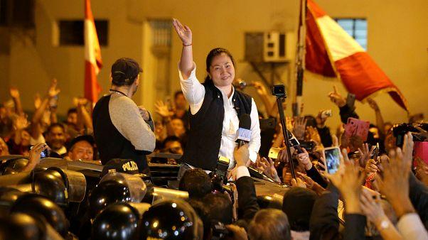 Keiko Fujimori sale de la cárcel aclamada por sus seguidores