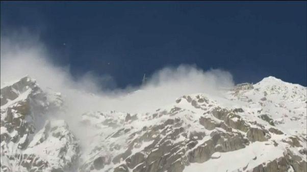 Valanga sotto il Monte Bianco falcia due sciatori