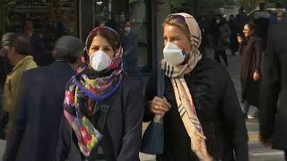 التلوث يخنق إيران والضباب الدخاني يتسبب بإغلاق المدارس والجامعات