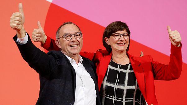 SDP liderliğini kazanan Norbert Walter-Borjans ve Saskia Esken
