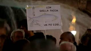 Tens of thousands turn out for anti-Salvini 'sardine' protest