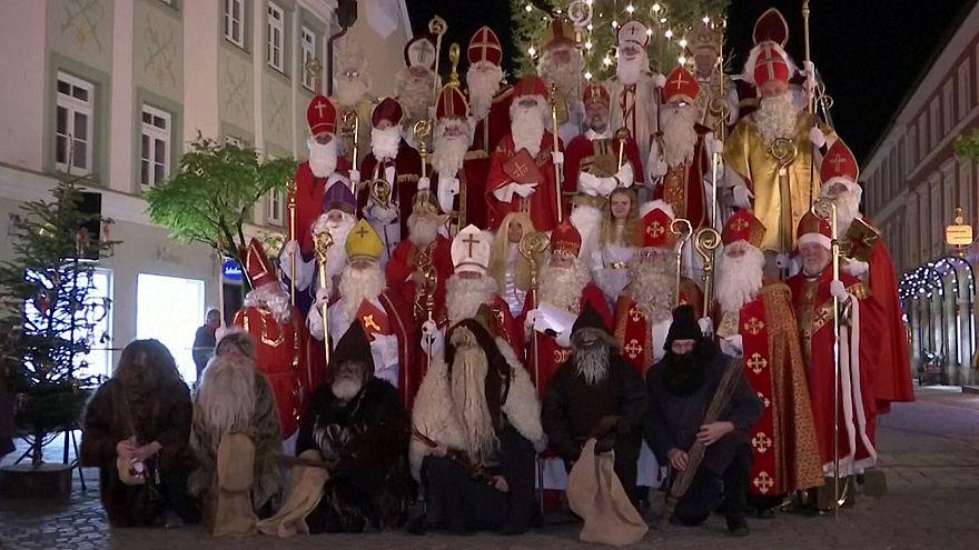 استقبال از کریسمس؛ بزرگترین گردهمایی بابا نوئلها در آلمان