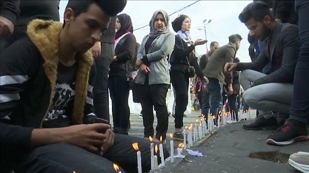 شباب يترحمون على أرواح ضحايا المظاهرات في العراق. بغداد  01-12-19