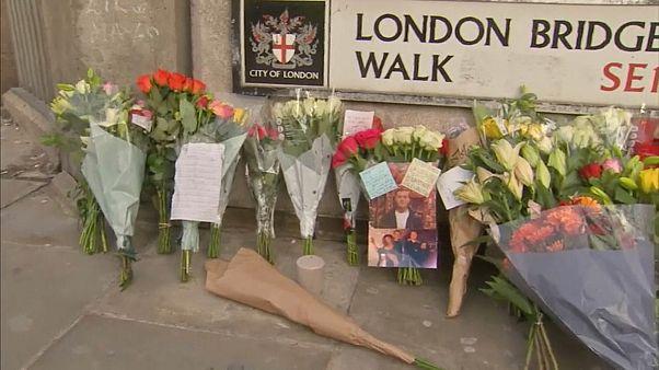 Траур по жертвам теракта в Лондоне