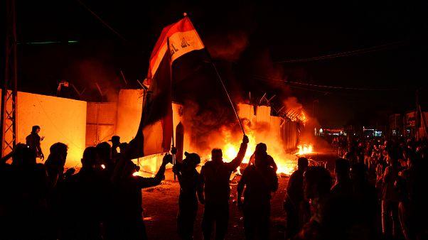 معترضان عراقی بار دیگر کنسولگری ایران در نجف را آتش زدند