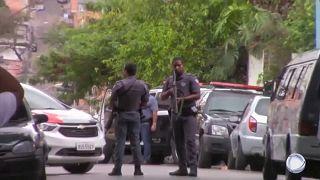 Polícia controla perímetro do local onde ocorreu a controversa operação de Paraisópolis